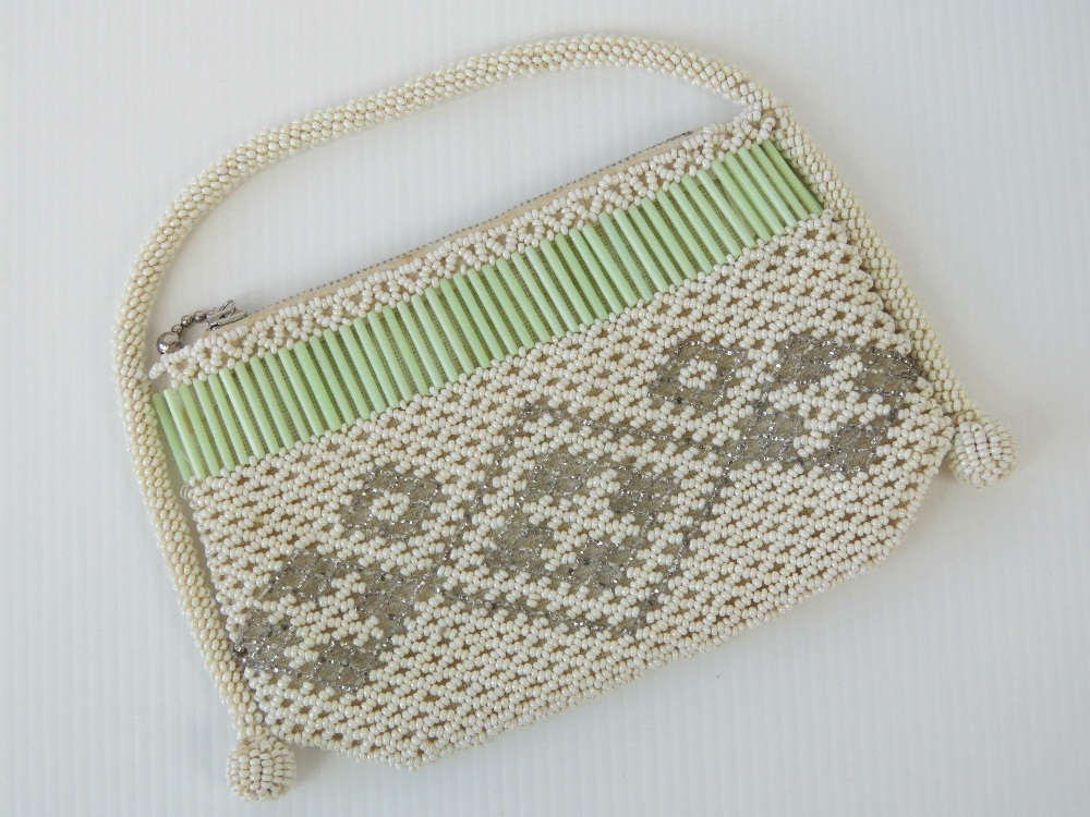 Lot 606 - A vintage beaded evening bag c1940s, sli