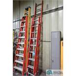 (LOT) 16' LOUISVILLE FIBERGLASS EXTENSION AND 12' LOUISVILLE FIBERGLASS STRAIGHT LADDERS