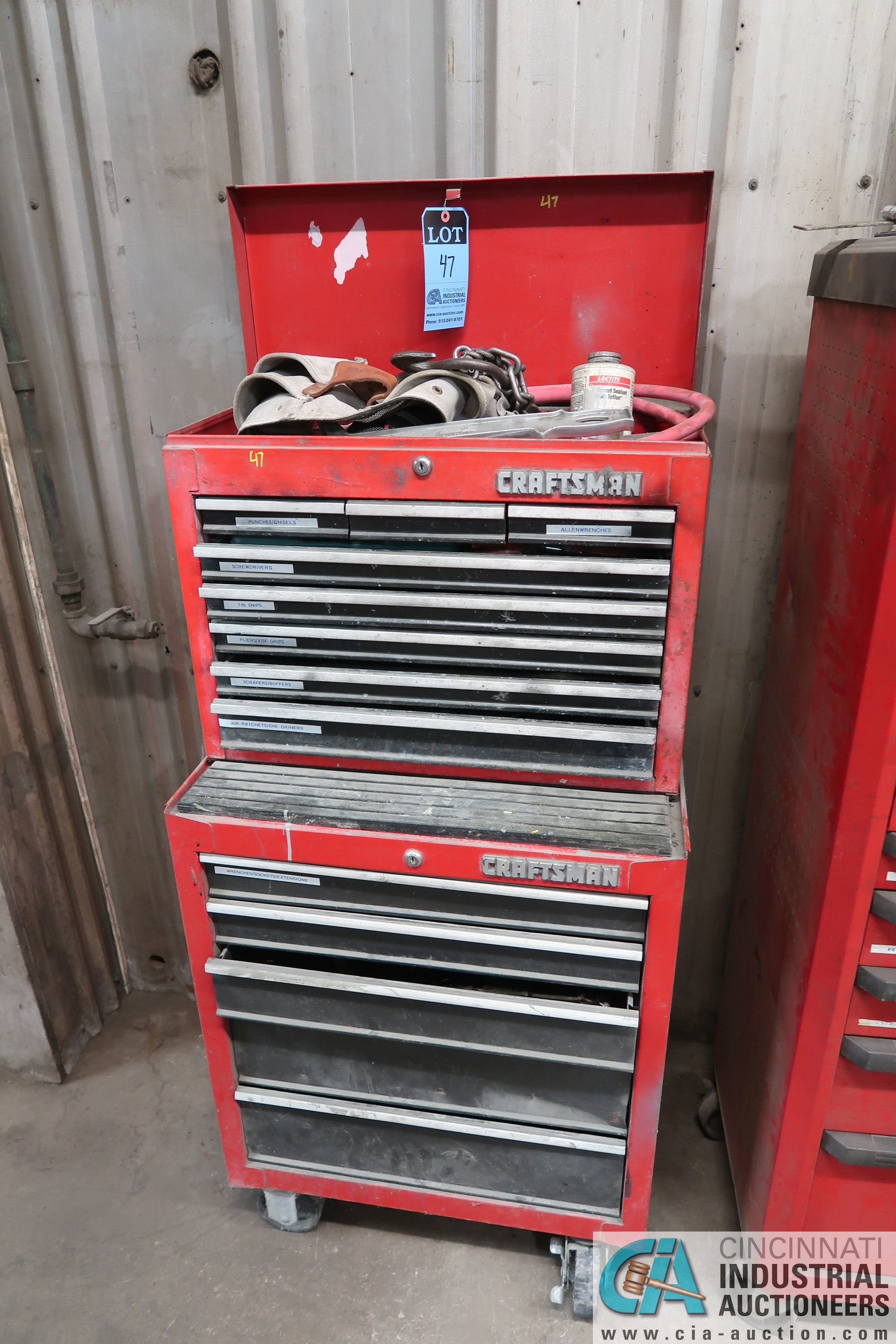 13-DRAWER CRAFTSMAN PORTABLE TOOLBOX WITH TOOLS