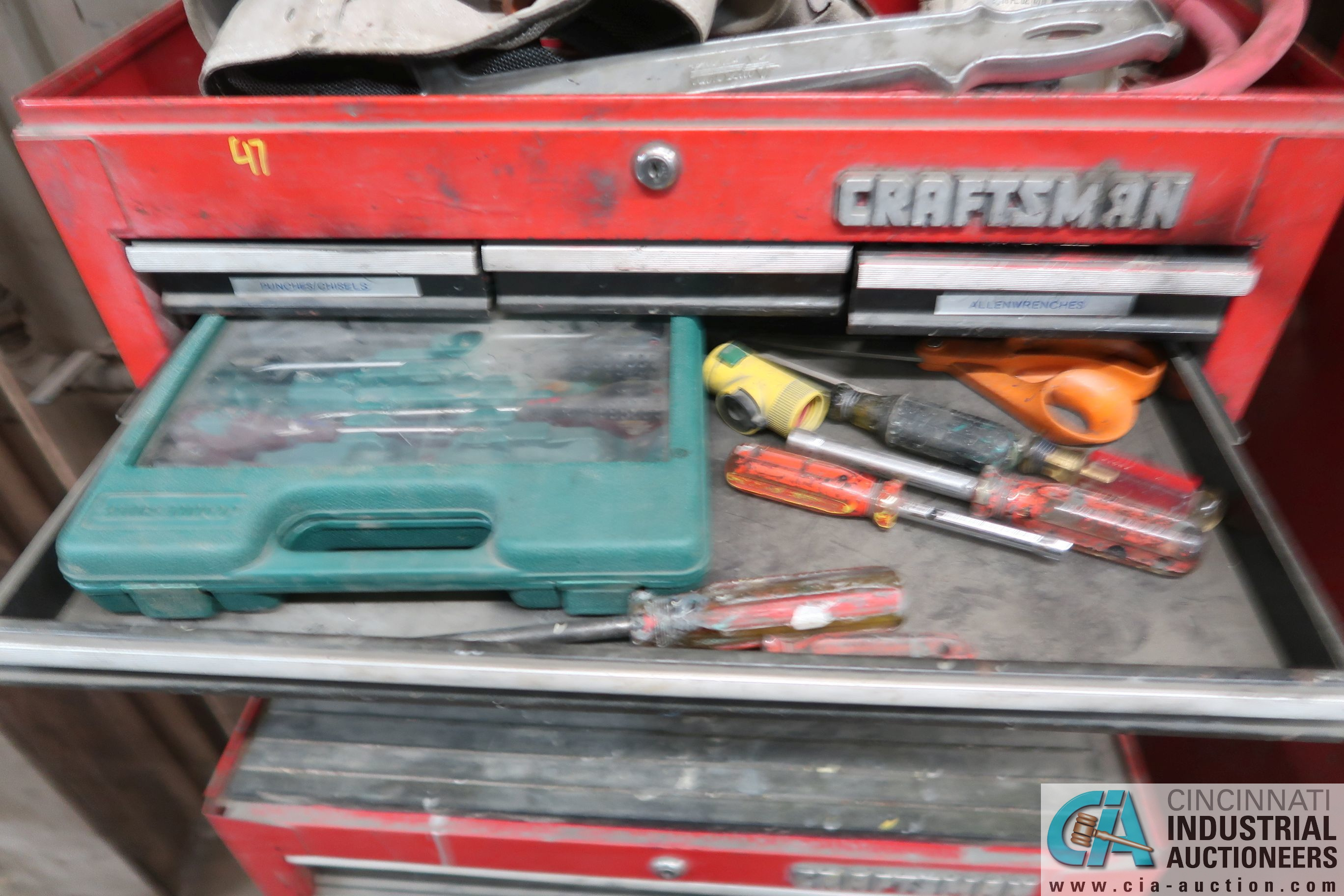 13-DRAWER CRAFTSMAN PORTABLE TOOLBOX WITH TOOLS - Image 2 of 5