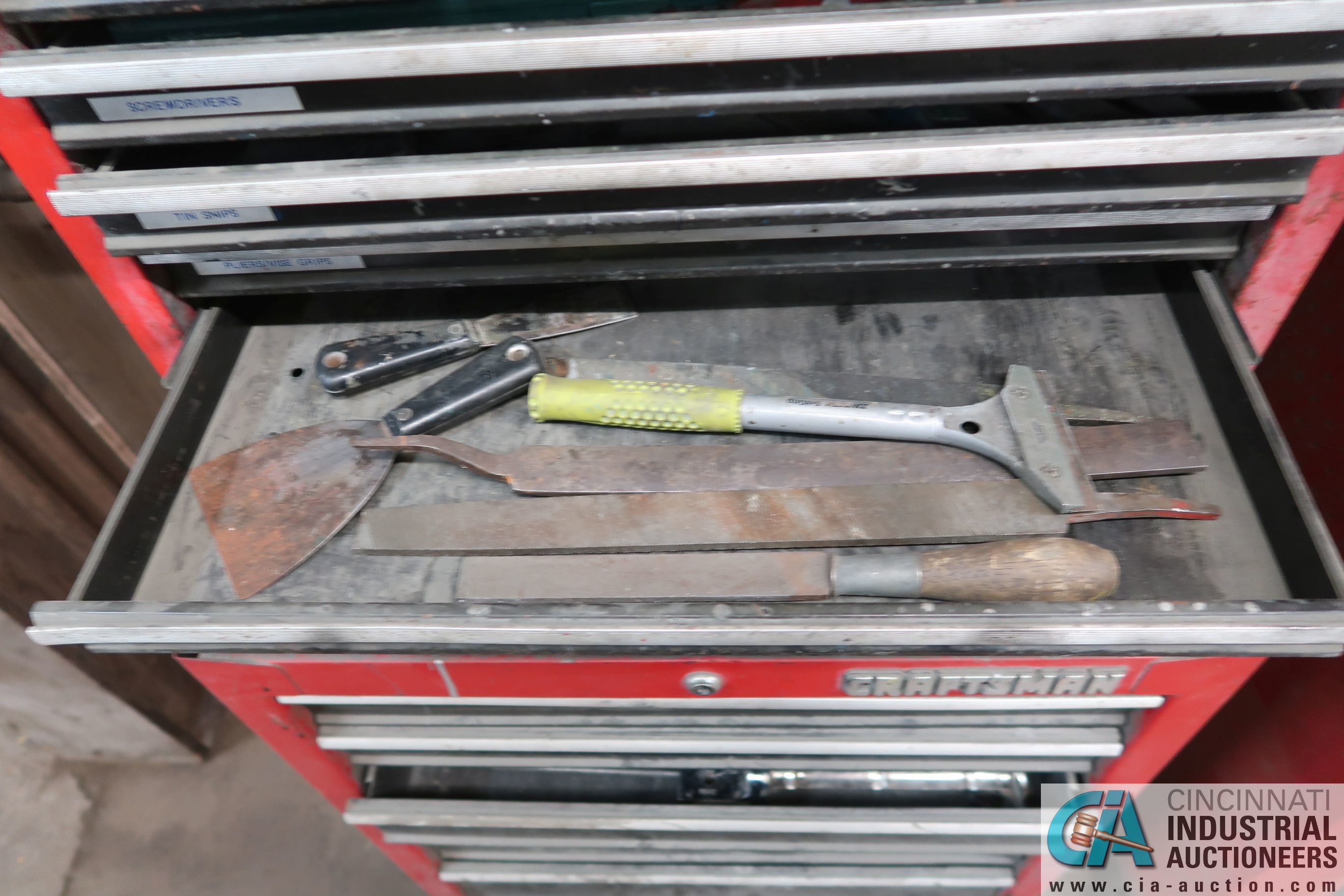 13-DRAWER CRAFTSMAN PORTABLE TOOLBOX WITH TOOLS - Image 3 of 5