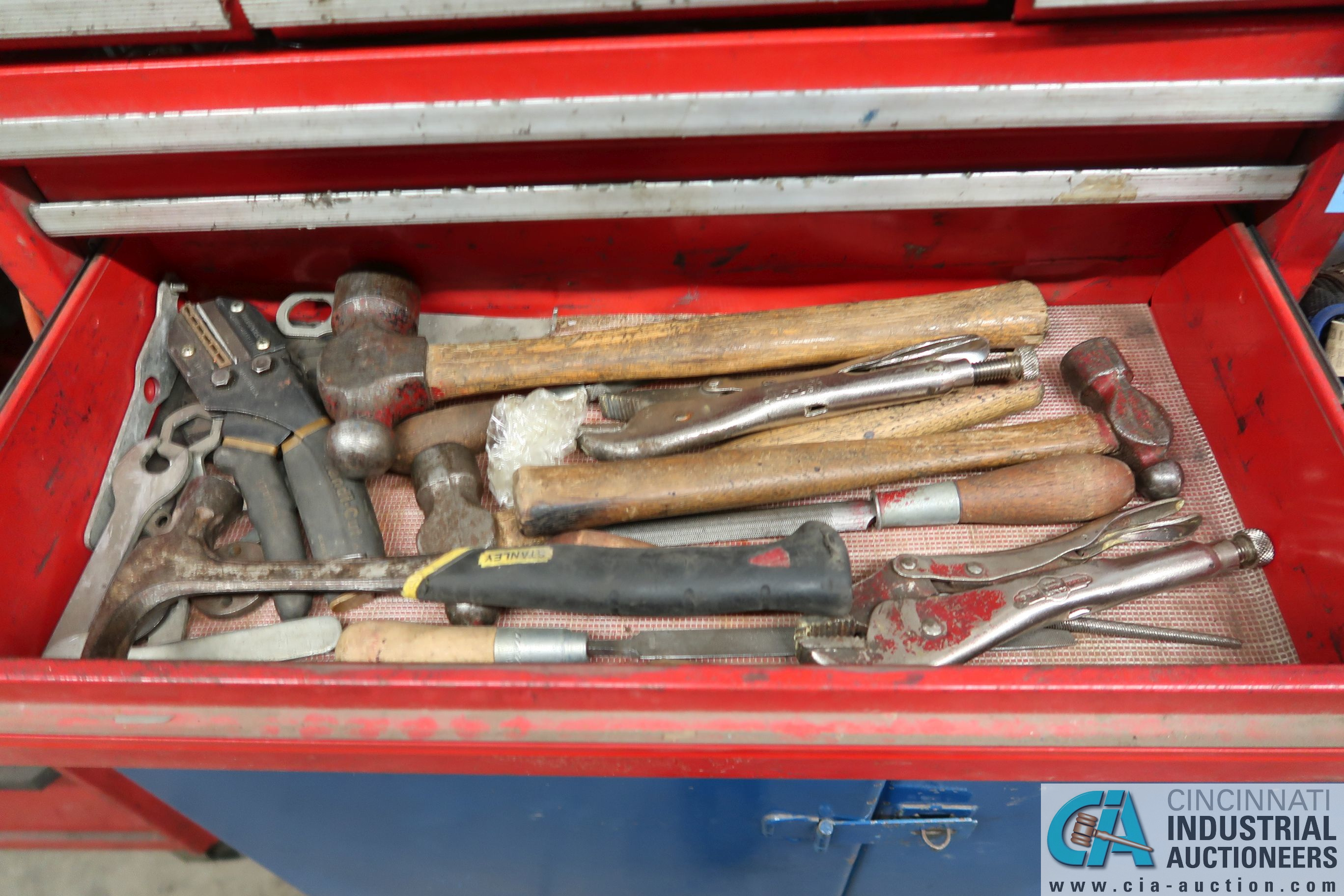 (LOT) 6-DRAWER TOOL BOX WITH PORTABLE 2-DOOR CABINET AND TOOLS - Image 6 of 7