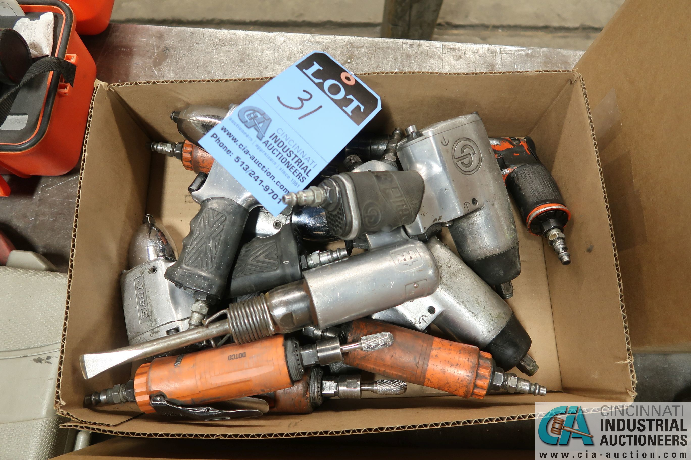 (LOT) PNEUMATIC TOOLS INCLUDING IMPACT WRENCHES, DIE GRINDERS, CHISEL