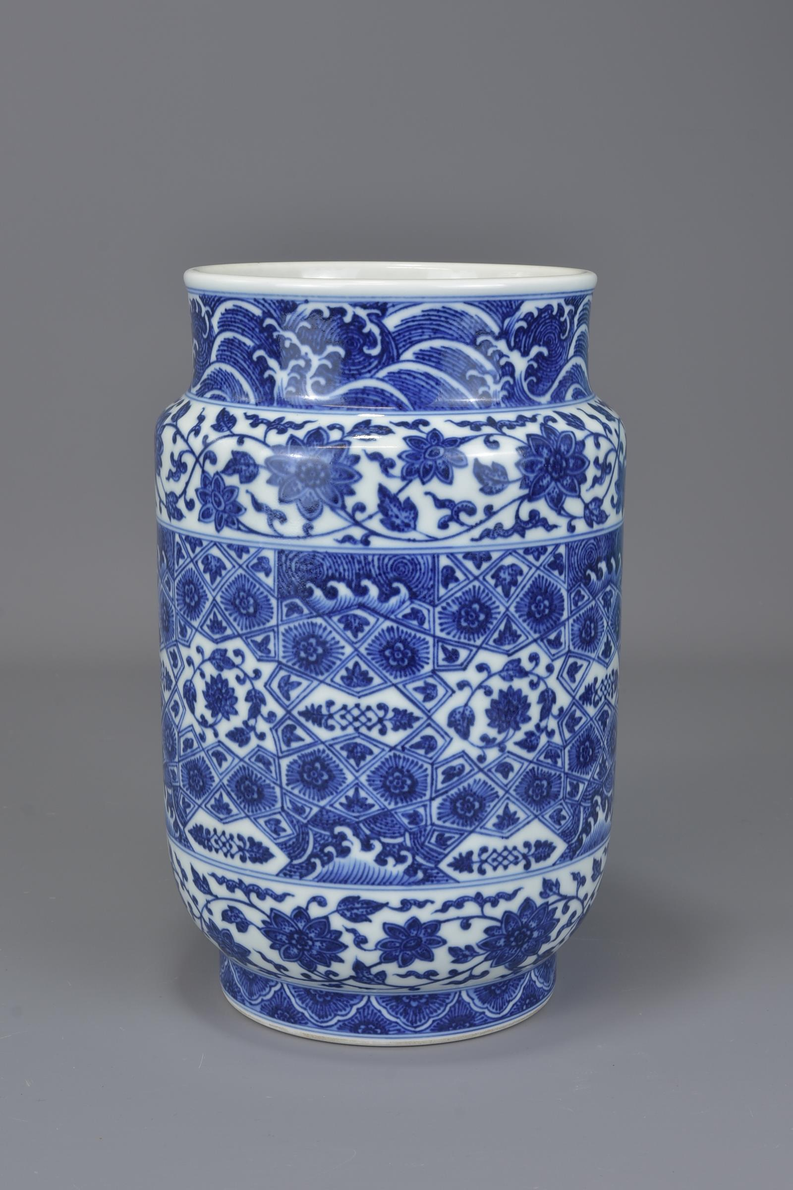 Lot 53 - A Chinese 19/20th century or earlier Ming style blue and white porcelain cylindrical vase decorated