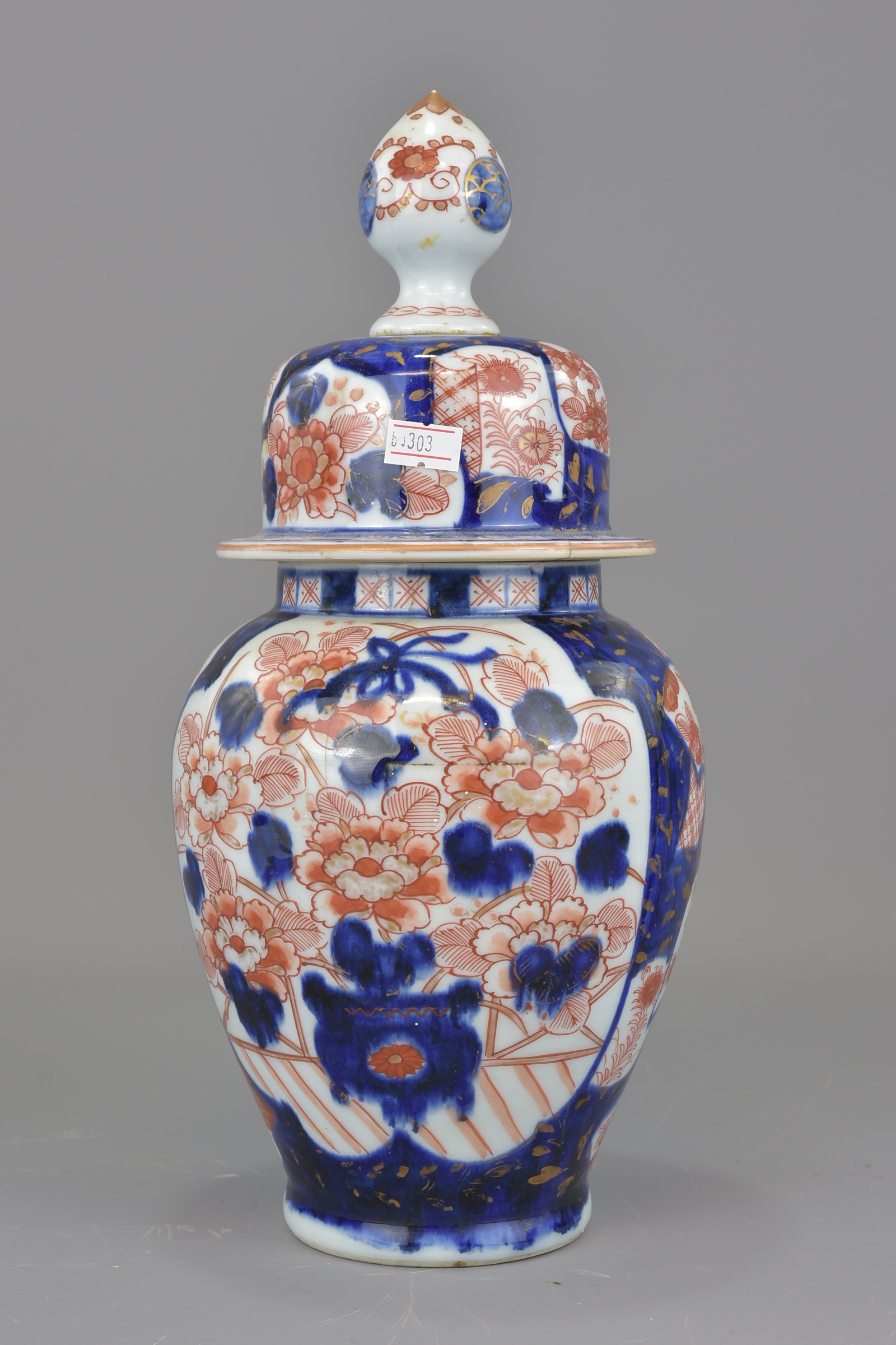 Lot 18 - A Japanese 19th century Imari porcelain jar and cover together with four other Japanese items. Jar 3