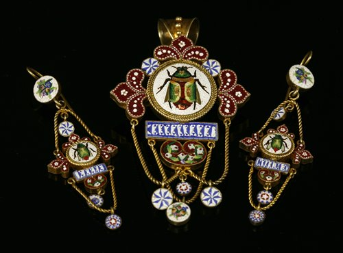 Lot 30 - An Italian silver gilt micro mosaic brooch/pendant and earring suite,