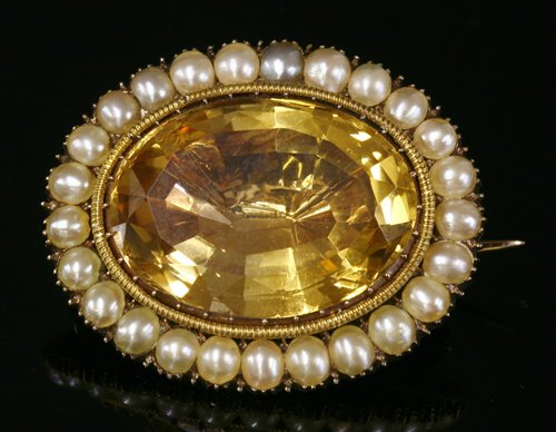Lot 15 - A Georgian gold foiled back citrine and split pearl brooch/pendant,