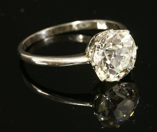 Lot 44 - A single stone diamond ring