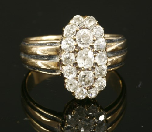 Lot 56 - An Edwardian diamond cluster ring