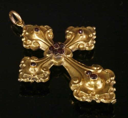 Lot 26 - A gold repoussé stylised bottony cross