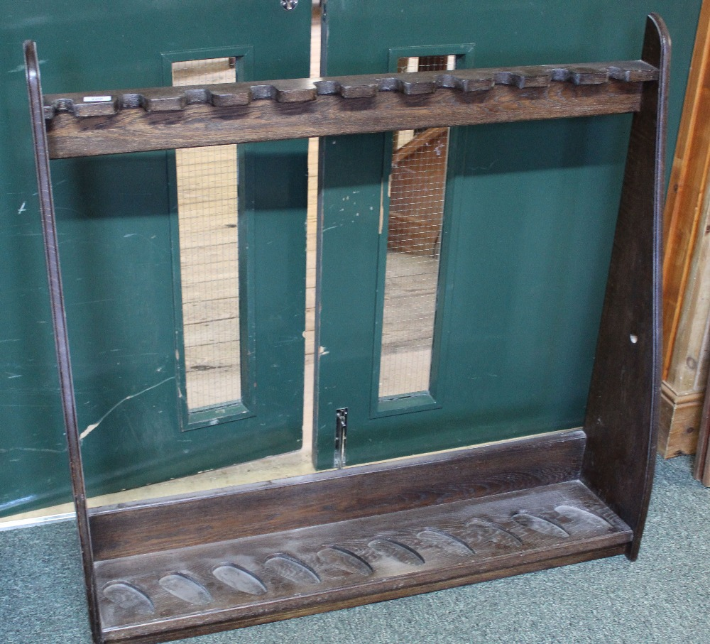 Lot 106 - An oak bespoke floor standing gun rack,