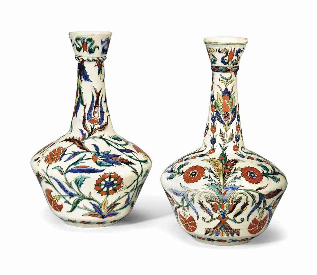 Two kutahya pottery bottles ottoman turkey 19th century for Vase antique romain