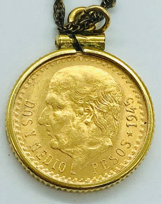 Lot 97 - A Mexican Dos Y Medio 2.5 Pesos Gold Coin on chain