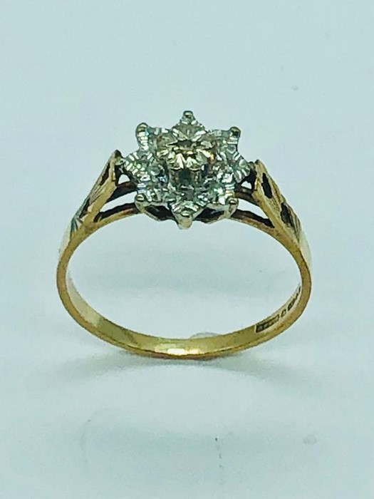 A 9ct yellow gold diamond cluster ring