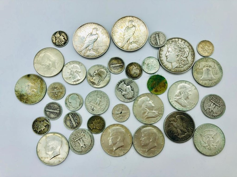 Lot 122 - A selection of American coins