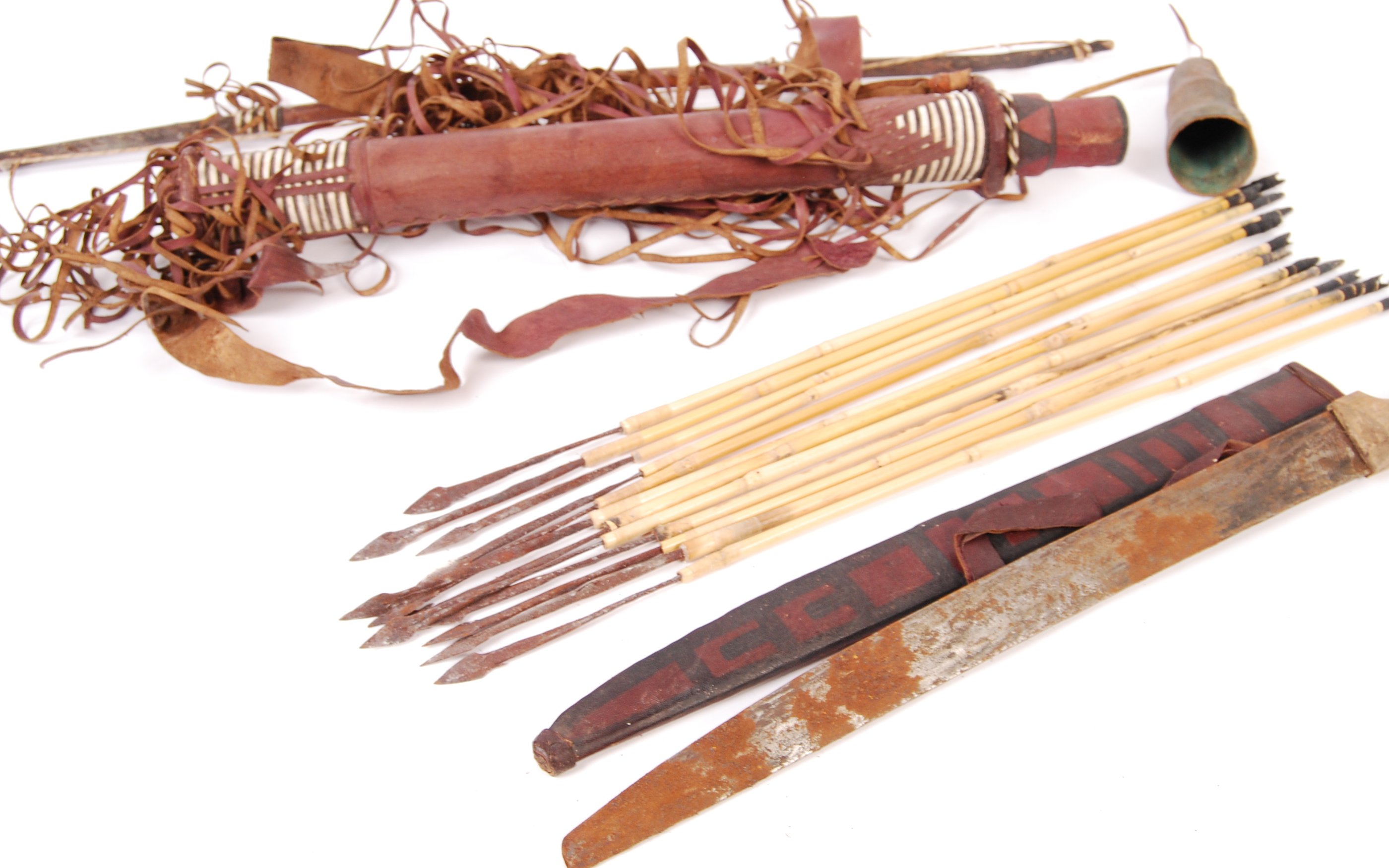 EARLY 20TH CENTURY AFRICAN TRIBAL QUIVER, BOW AND ARROWS - Image 2 of 4
