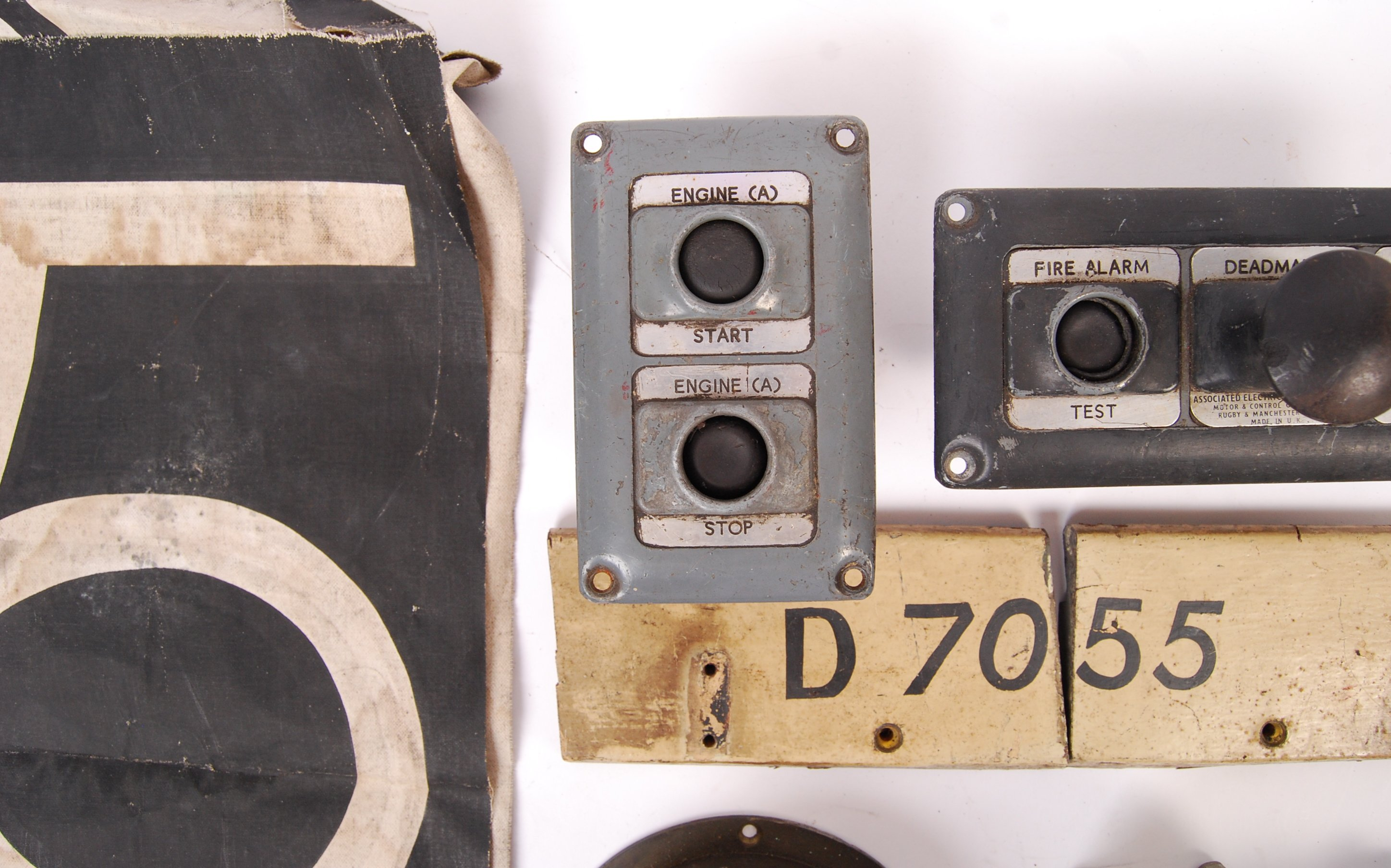RARE COLLECTION OF RAILWAYANA - REMOVED FROM D7055 HYMEK DIESEL LOCO - Image 2 of 8
