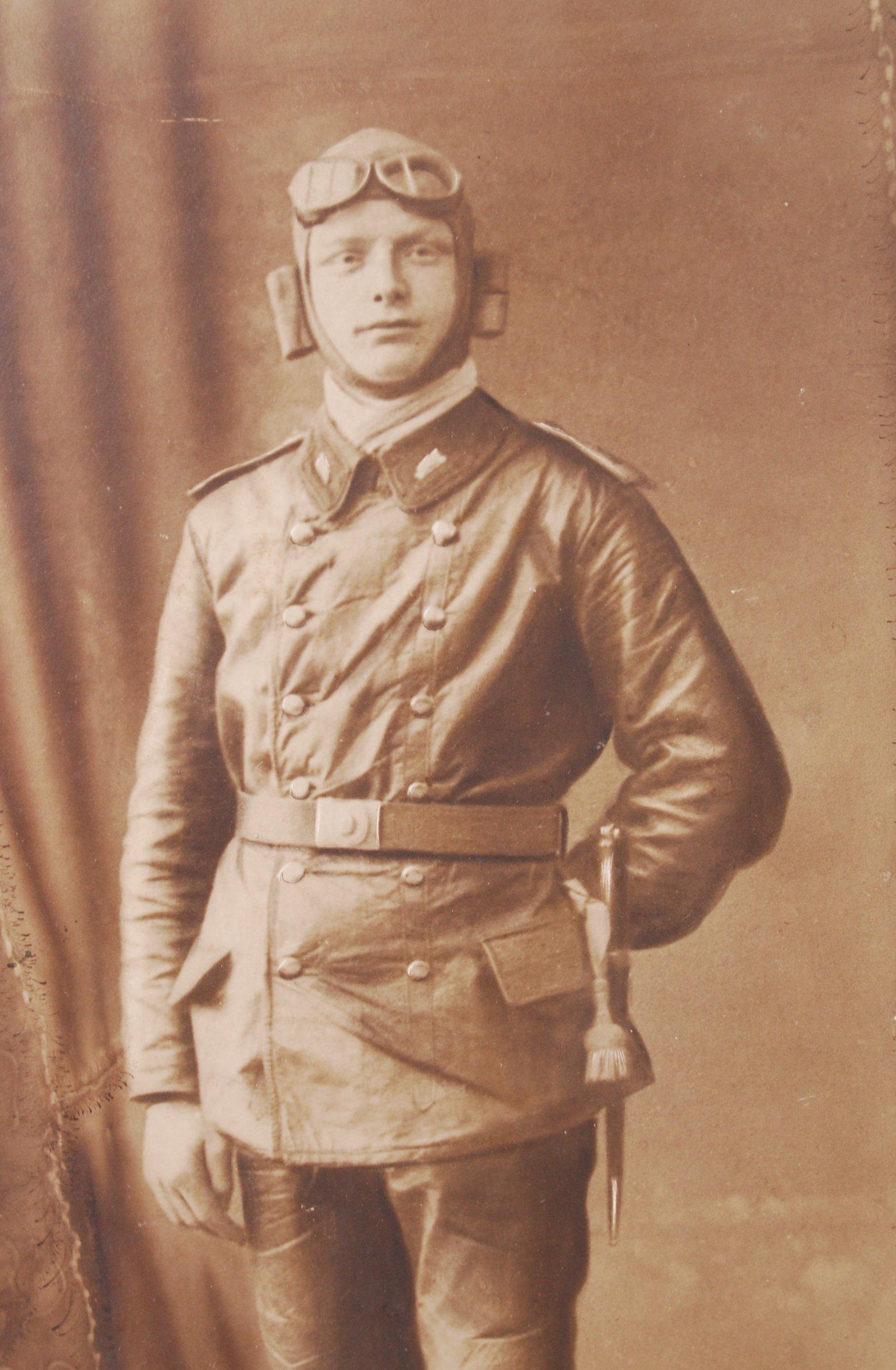 Lot 307 - WWI FIRST WORLD WAR PHOTOGRAPH OF GERMAN AVIATOR