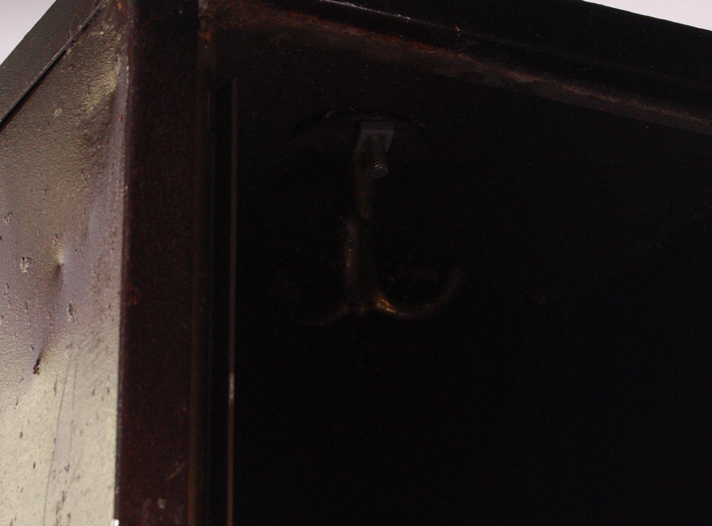 Lot 192 - 20TH CENTURY METAL SHOTGUN / FIREARMS CABINET WITH KEYS