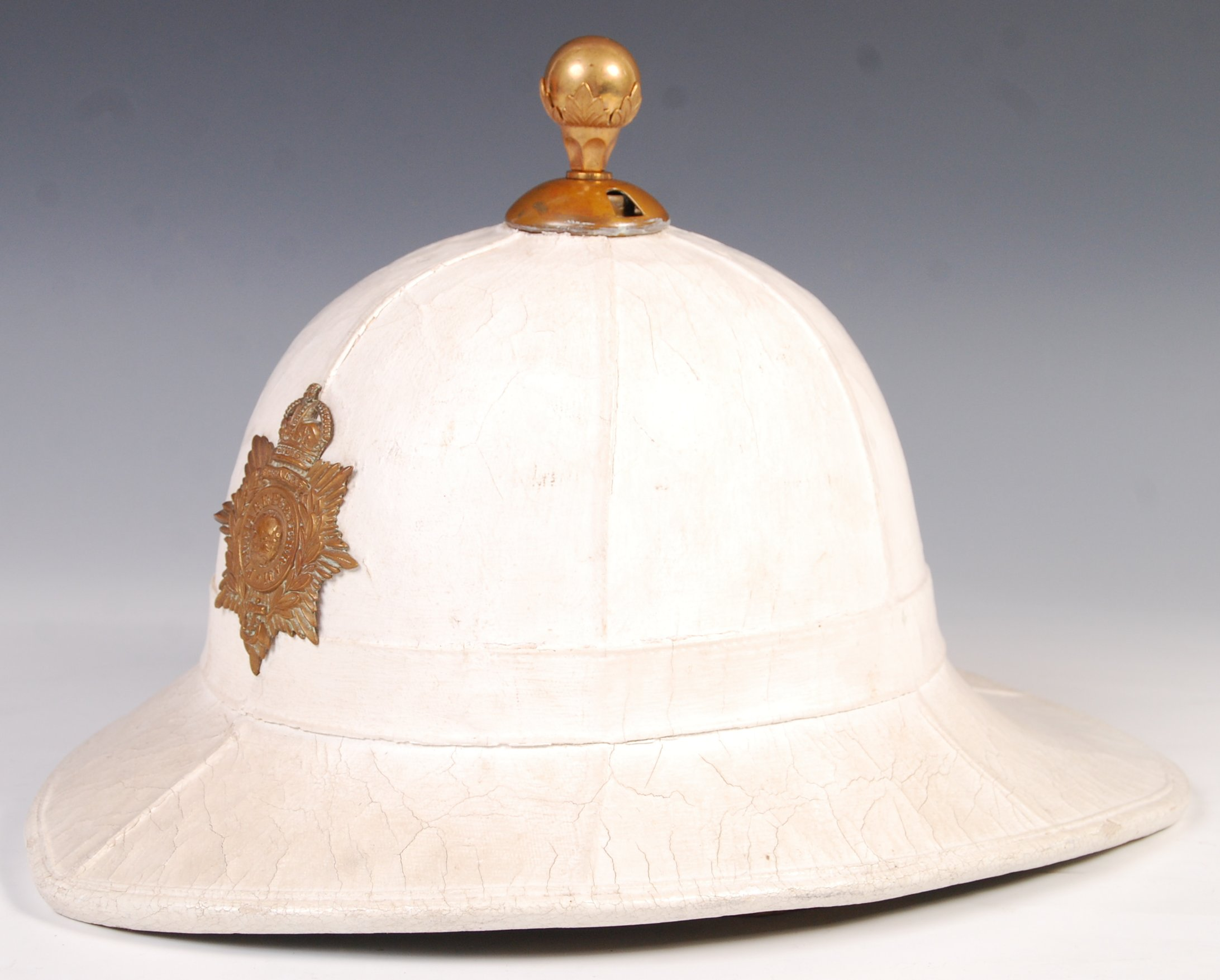 20TH CENTURY ROYAL MARINES PITH / TOPEE HELMET