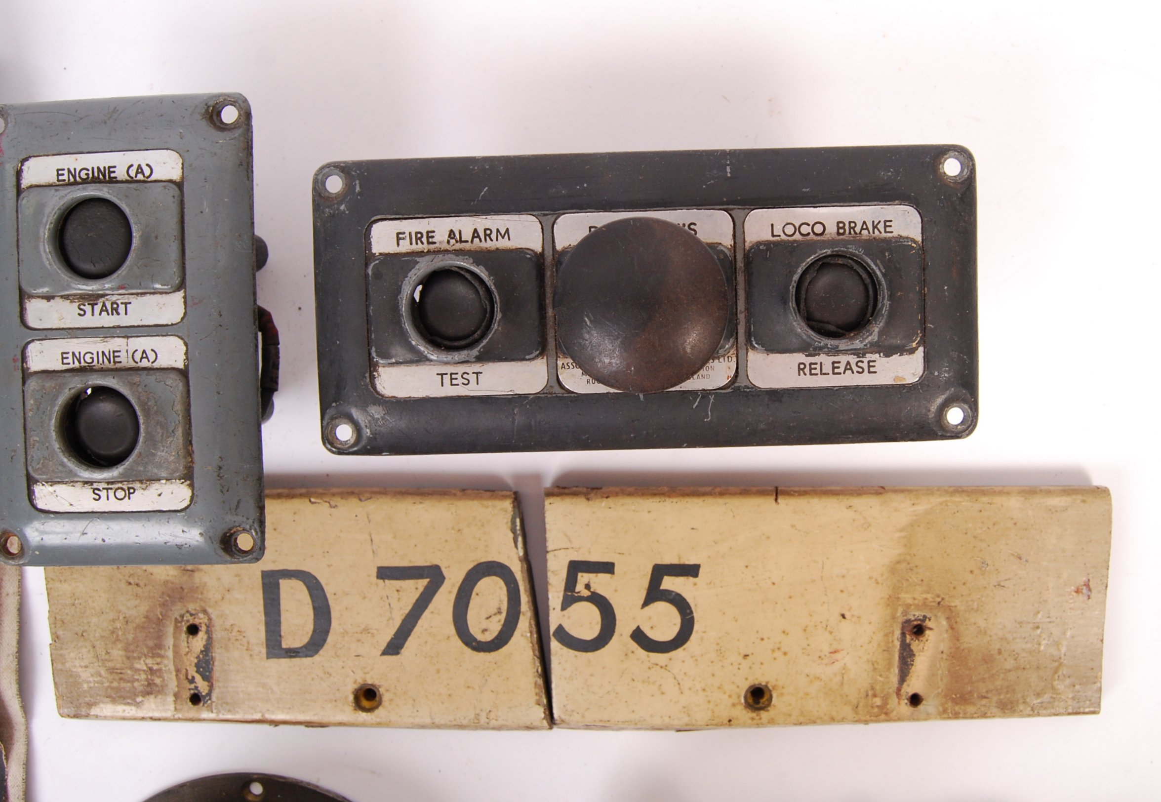 RARE COLLECTION OF RAILWAYANA - REMOVED FROM D7055 HYMEK DIESEL LOCO - Image 3 of 8
