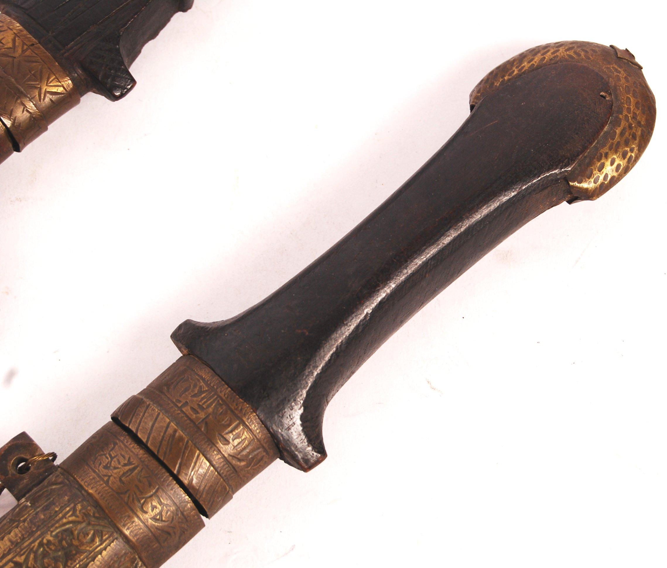 TWO 19TH CENTURY BEREBER / MOROCCAN KOUMMYA / JAMBIYA (DAGGERS) - Image 3 of 6