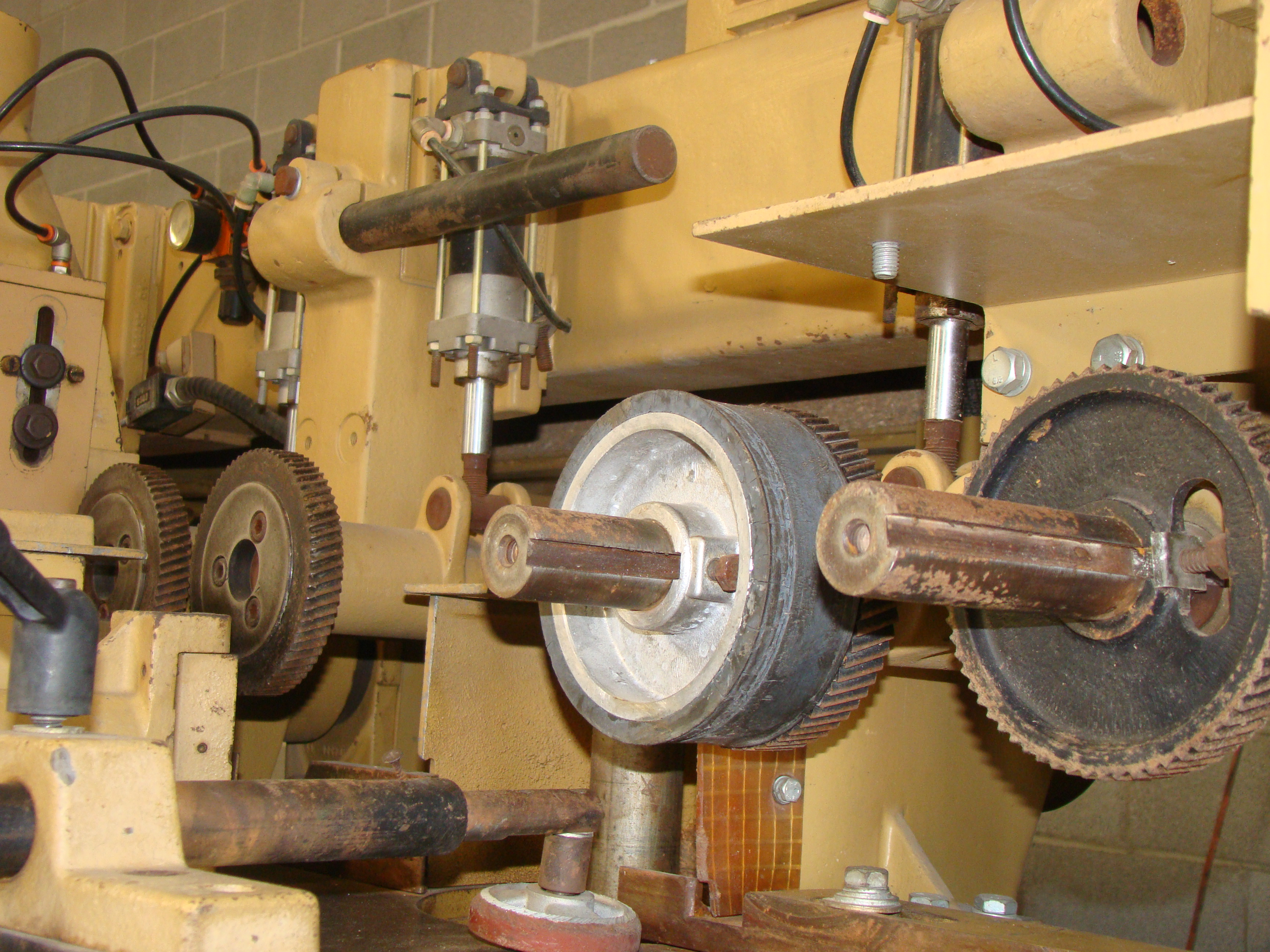 """SCMi 9"""" Wood Moulder, Model: P230 5 Head 6.6HP 220/440 Volts 3Phase - Image 8 of 14"""