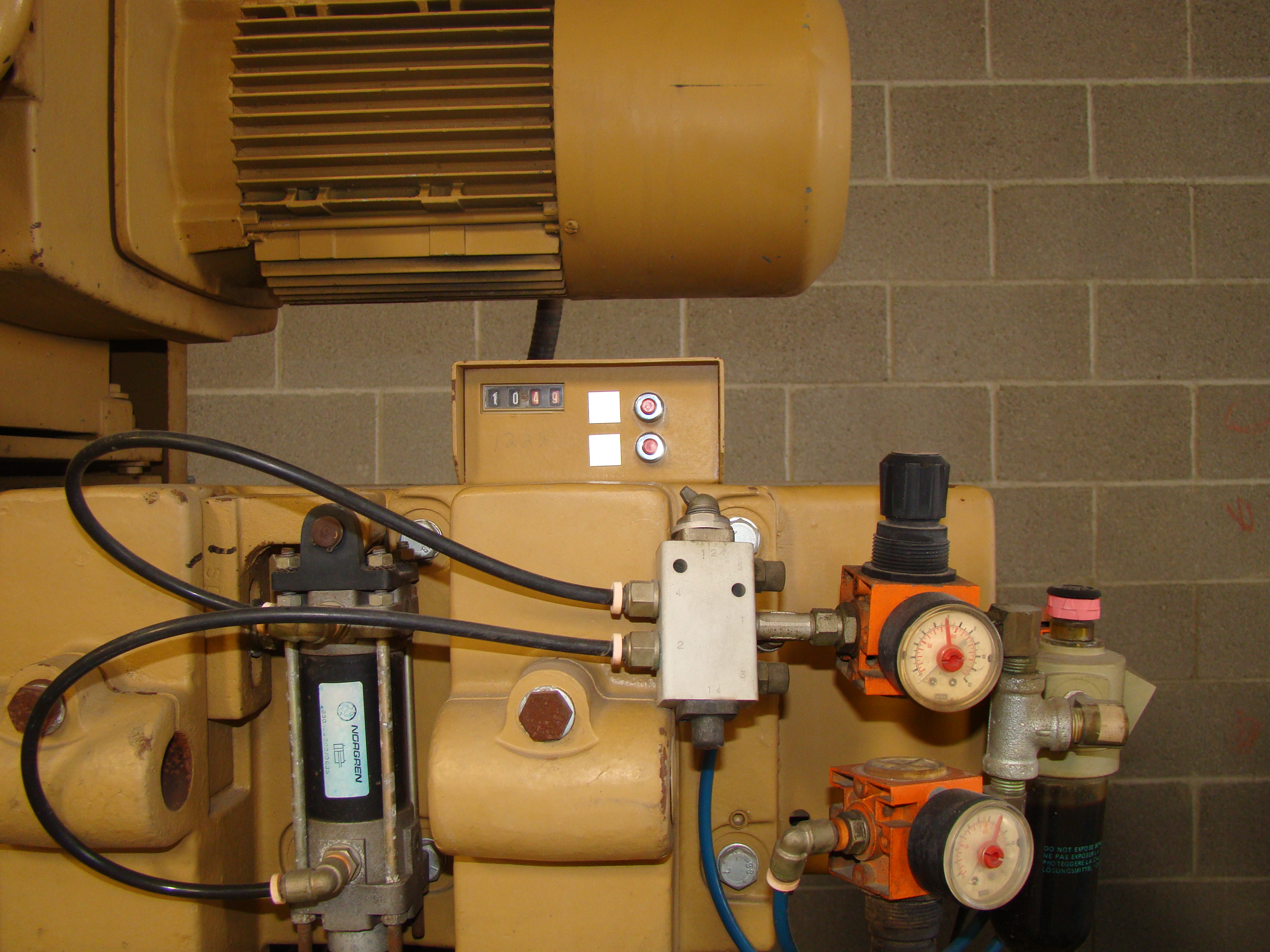 """SCMi 9"""" Wood Moulder, Model: P230 5 Head 6.6HP 220/440 Volts 3Phase - Image 10 of 14"""