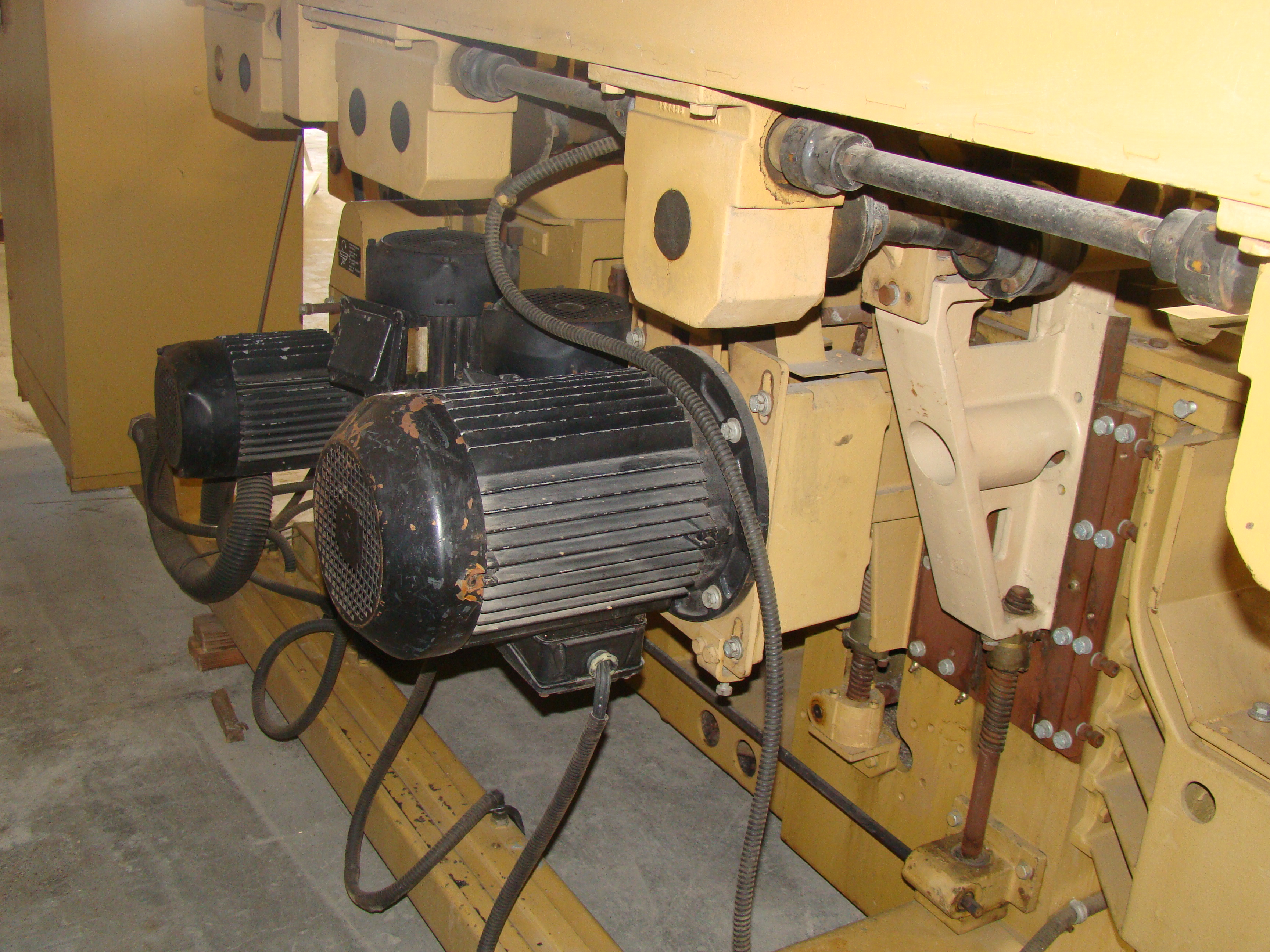 """SCMi 9"""" Wood Moulder, Model: P230 5 Head 6.6HP 220/440 Volts 3Phase - Image 4 of 14"""
