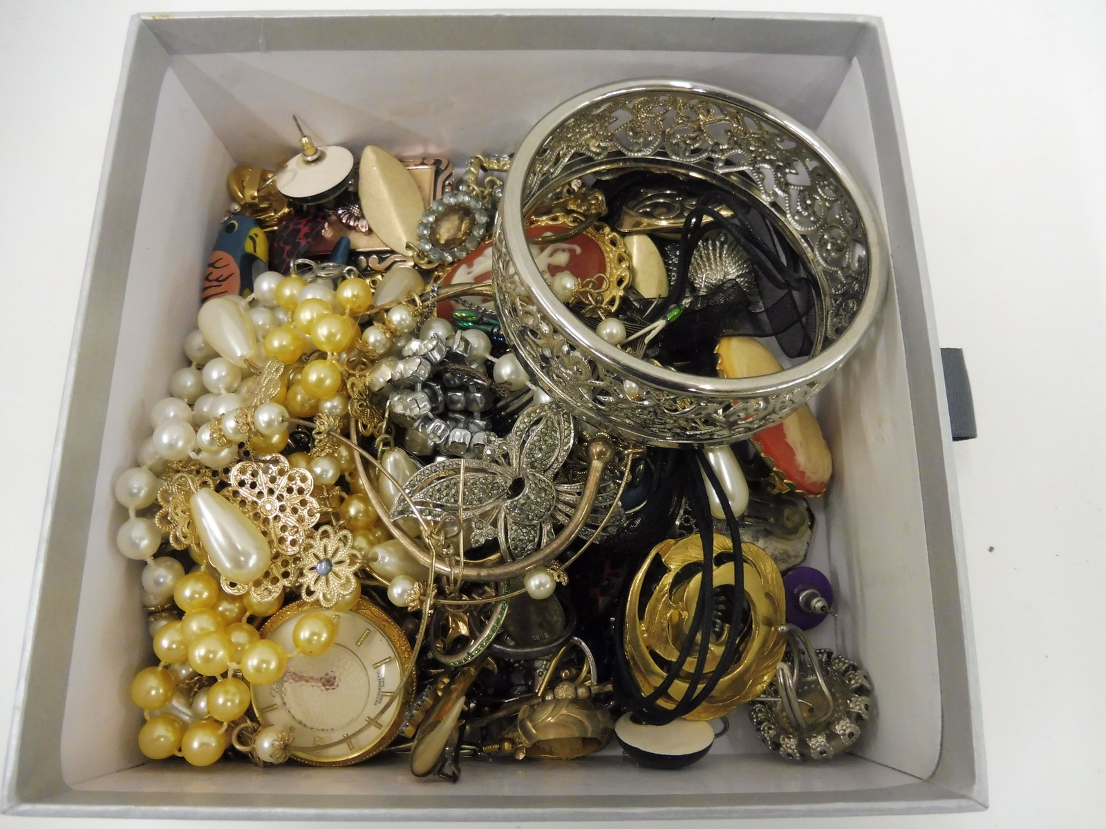 Lot 15 - A small box of assorted costume jewellery including silver.