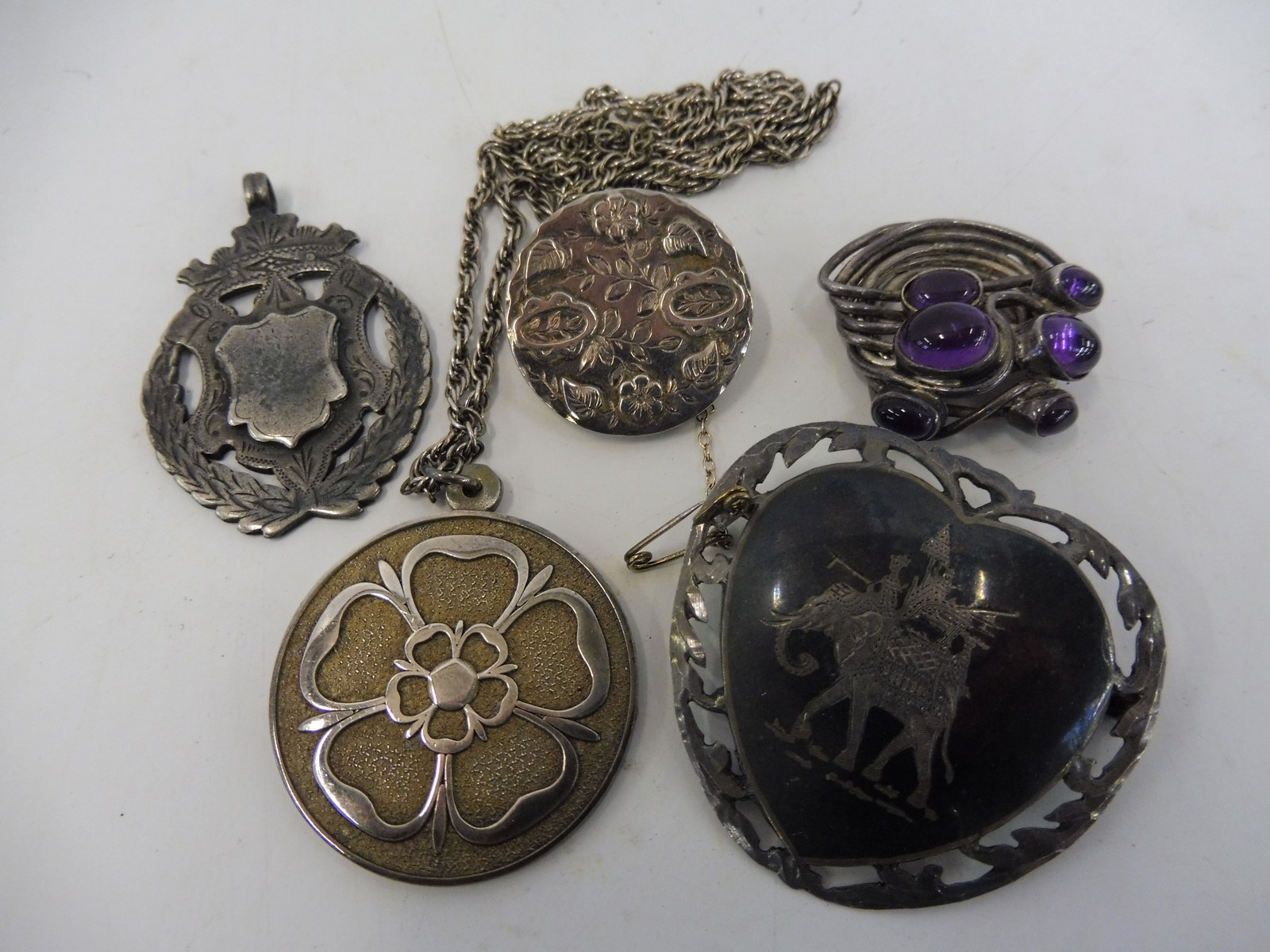 Lot 50 - A small box of mixed silver including a tudor rose medallion.
