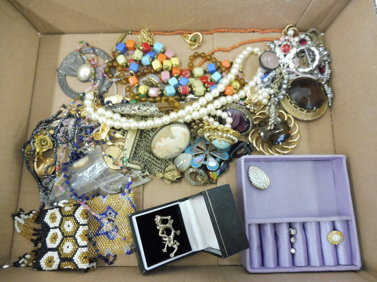 Lot 45 - A tray of assorted jewellery including coral, beadwork purses etc.