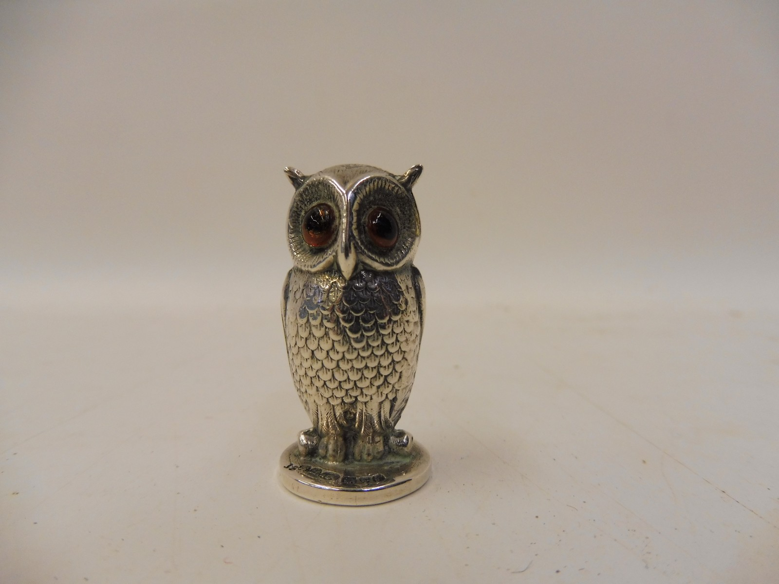 Lot 32 - A miniature silver seal in the form of an owl by Sampson Morden and Co., Chester hallmark, date