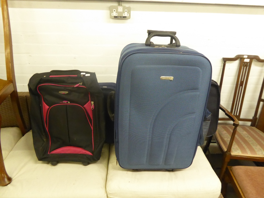 Lot 105 - A SELECTION OF SUITCASES