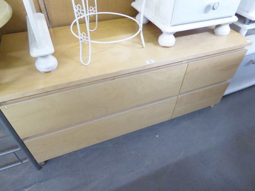 Lot 39 - A MODERN LIGHT WOOD EFFECT LOW CHEST OF TWO LONG AND TWO SHORT DRAWERS