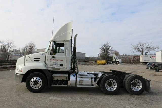 Lot 27 - MACK, CXU613, TRUCK TRACTOR, DAY CAB, MACK MP7 DIESEL ENGINE, 10 SPEED MANUAL TRANSMISSION, 412,