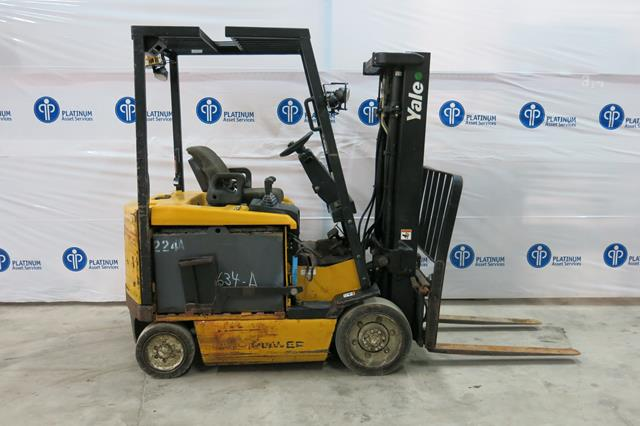 Lot 13 - YALE, ERC050GHN48TE084, 5,000 LBS., 3 STAGE, 48V, BATTERY POWERED, FORKLIFT, SIDESHIFT, CHARGER,
