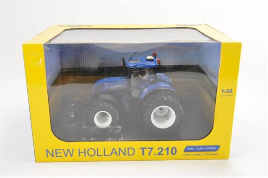 Universal Hobbies 1:32 scale New Holland T7 210 Tractor (Special
