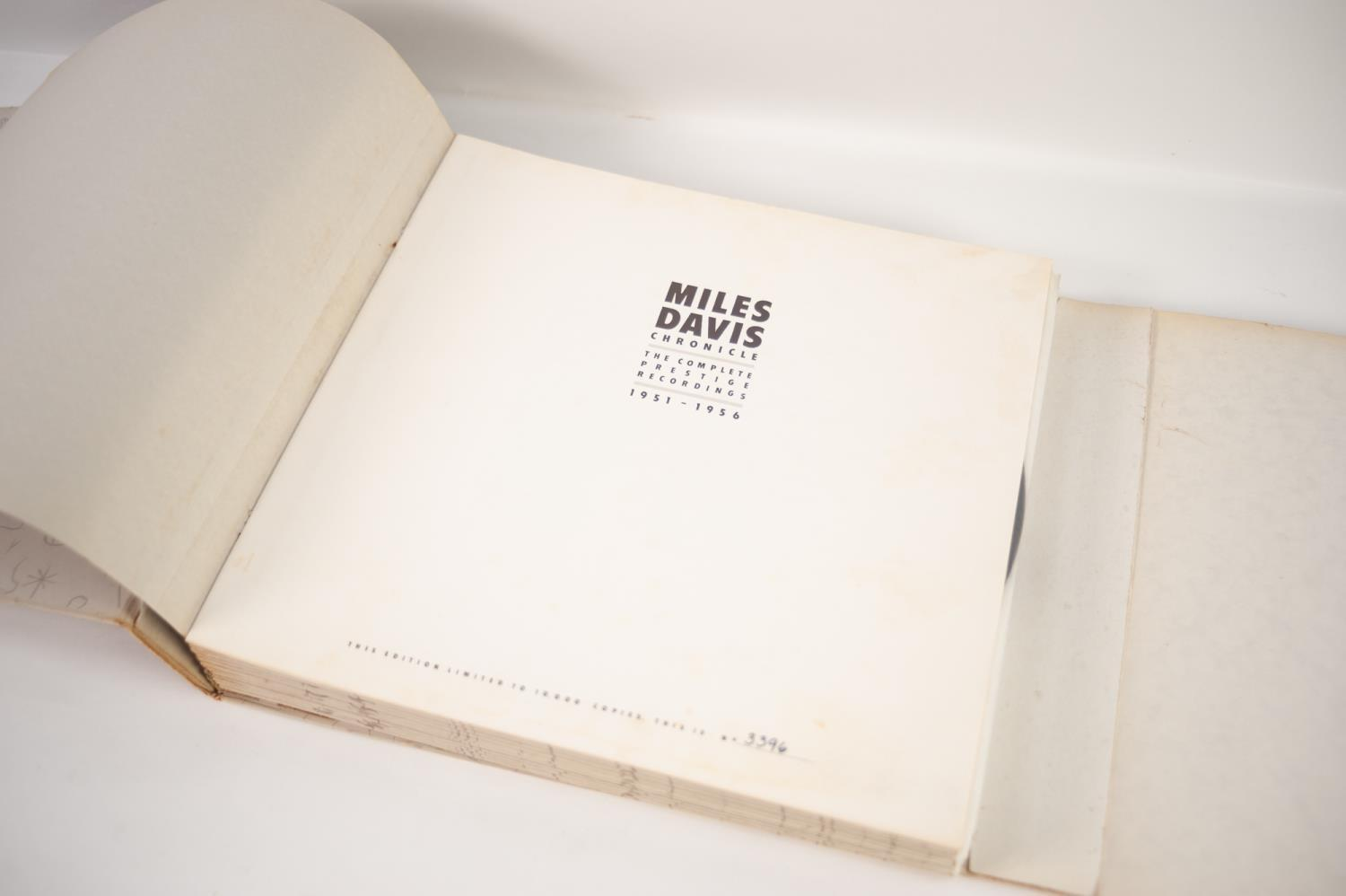JAZZ, VINYL RECORDS- D IS FOR MILES DAVIS- CHRONICLE THE COMPLETE PRESTIGE RECORDINGS 1951-1956, - Image 2 of 6