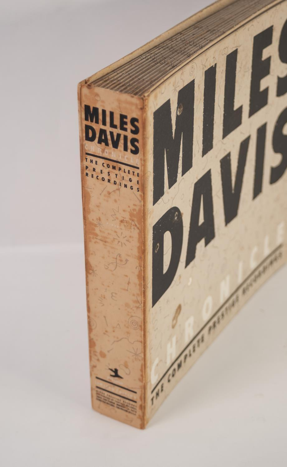 JAZZ, VINYL RECORDS- D IS FOR MILES DAVIS- CHRONICLE THE COMPLETE PRESTIGE RECORDINGS 1951-1956, - Image 6 of 6
