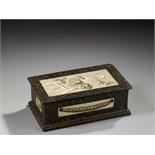 Lot 191 - COFFRET D'ÉPOQUE LOUIS XVI En bois et papier mâché, peint à l'imitation du marbre portor, le