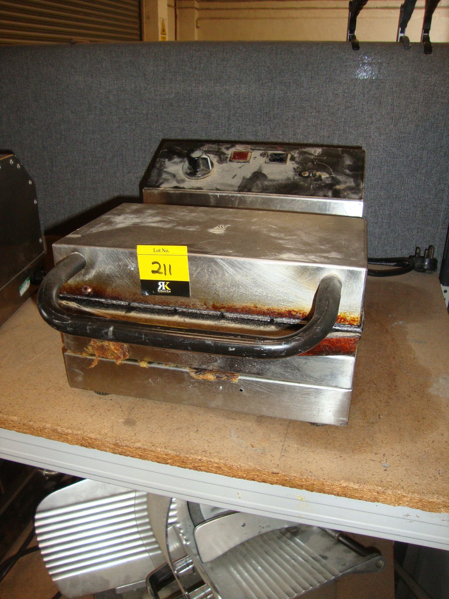 Lot 211 Stainless steel commercial waffle maker #C6BC05