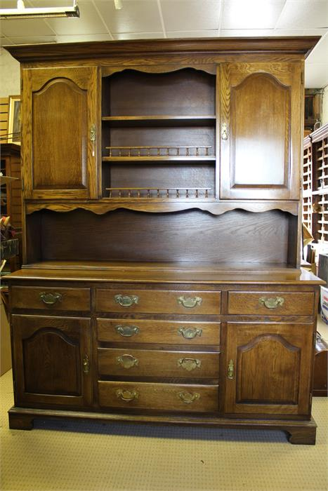 Lot 74 - Oak dresser 20th century in 18th century style. Good quality utilitarian practical piece of