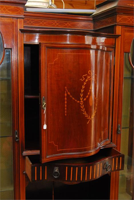 Lot 73 - A fine quality glazed mahogany and boxwood or satinwood swag inlaid display cabinet with bow front