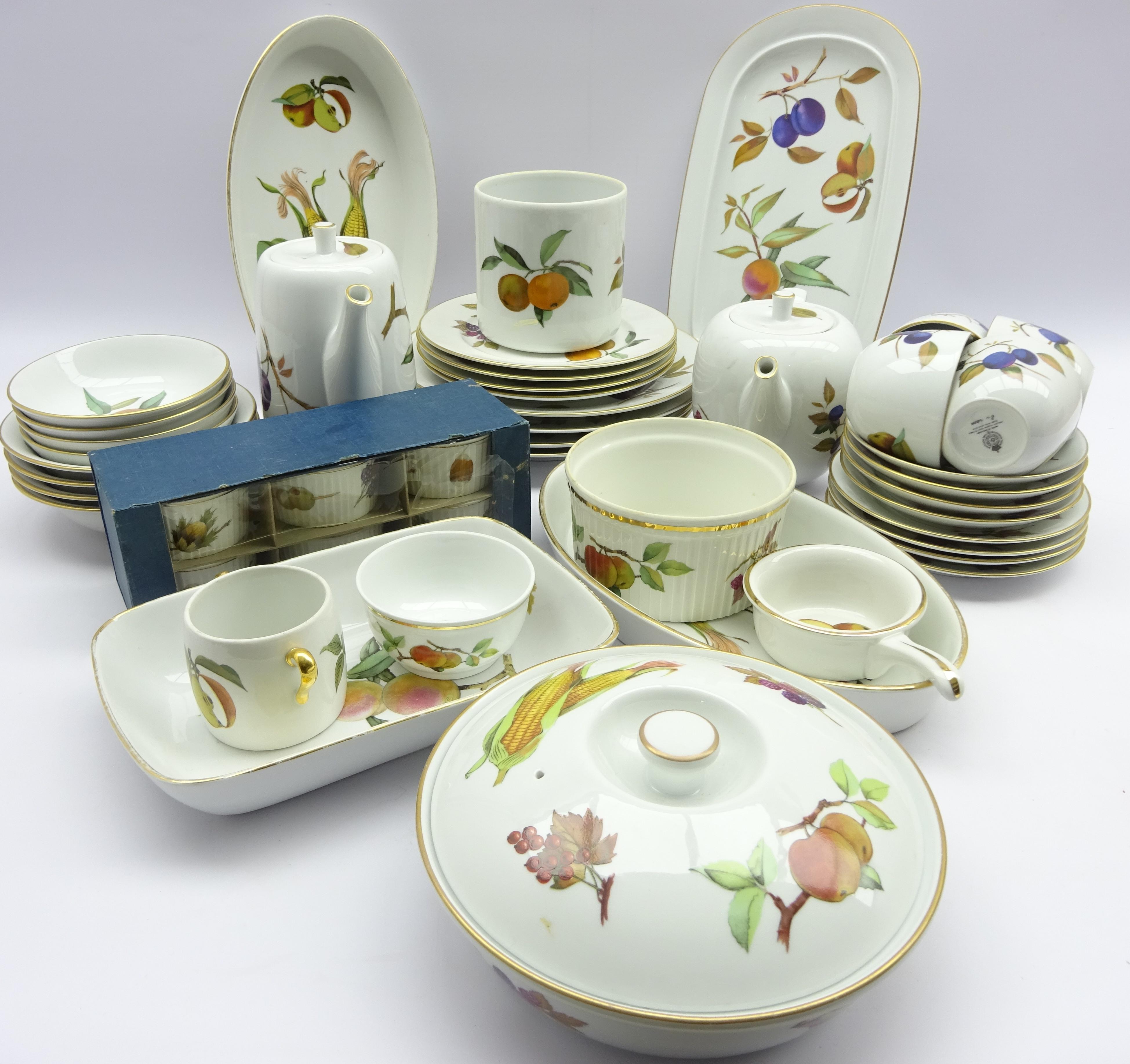 Lot 19 - Royal Worcester 'Evesham' tea and dinner service,