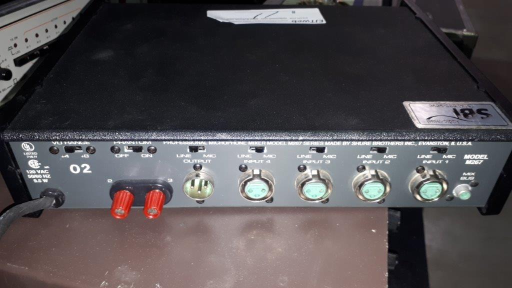 Lot 11 - Mixer Shure Shure M267
