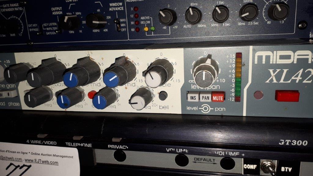 Lot 47 - EQ Paramétrique / Pré-amp stéréo Midas XL42