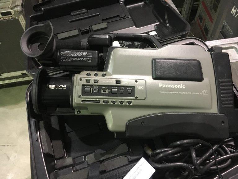 Lot 13 - Camcorder VHS Panasonic AG-196UP