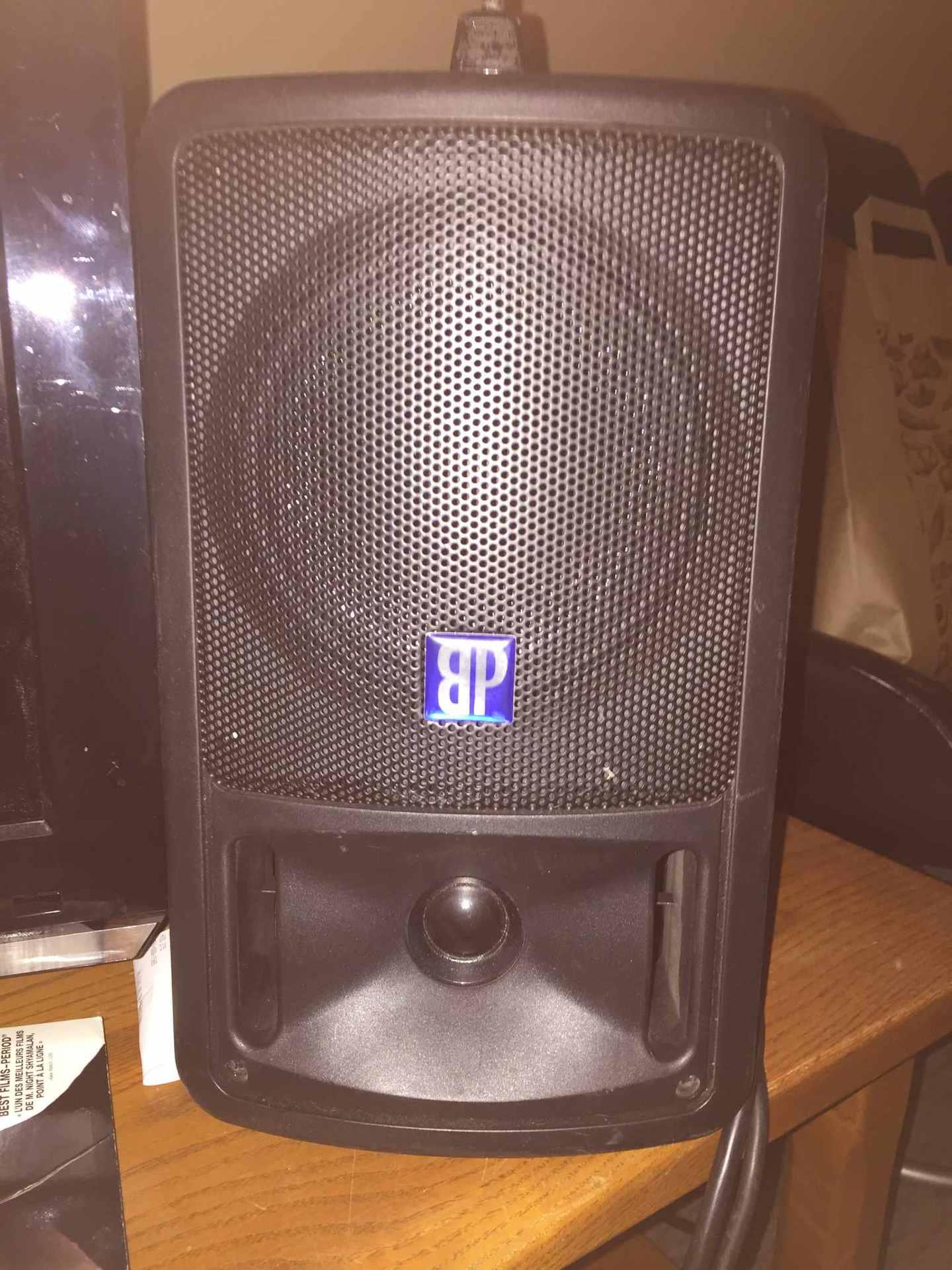 Lot 49 - LOT: (2) Haut-parleurs amplifié compact DB Technologies M160 + Coffre