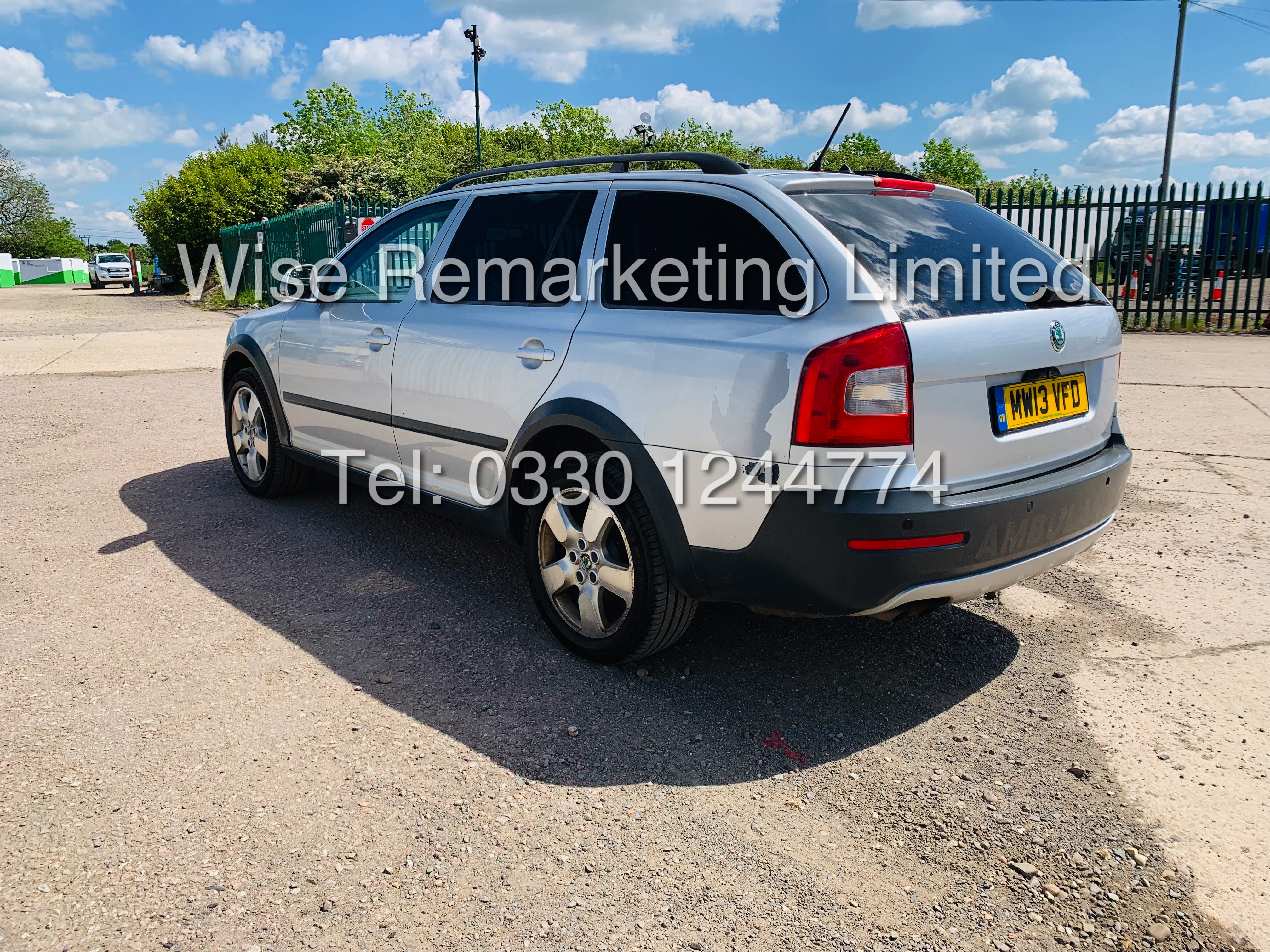 SKODA OCTAVIA (SCOUT) 2.0tdi DSG AUTOMATIC ESTATE / 2013 / 1 OWNER WITH FULL HISTORY / 140BHP / 4x4 - Image 6 of 14